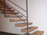 scale sospese legno chiaro