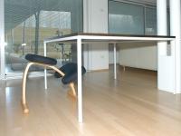tavolo con telaio acciaio verniciato e piano in vengè con nobile mm 3